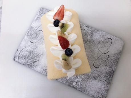 みんみんゼミ親子向けプレミアム料理教室「春休みファミリーロールケーキ作り」